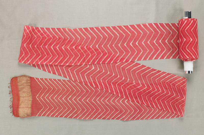 thin white zigzag pattern on a dark pink background; wide gold bands at each end