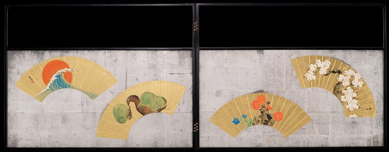 two-paneled screen with silver background; each panel has two gold fans; R panel: moss-covered tree with white blossoms; red chrysanthemums with blue flowers; L panel: tree with arced limbs and bushy clumps of foliage; blue wave cresting in front of red sun