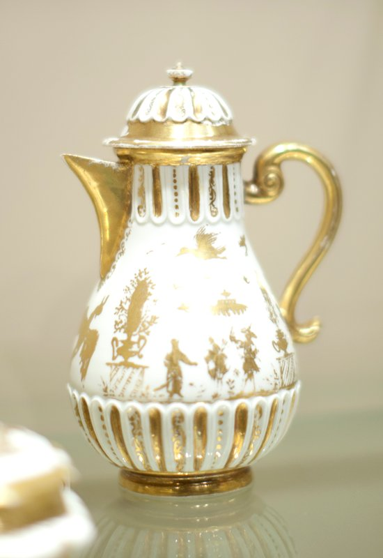 *25.417.76ab cat. card dims H 5-5/8 x diam 2-1/4' Coffee Pot, white ground with gold figures of chinamen; cover, top and bottom of pot fluted. c.1720. Earle Meissen of this type is much valued; made under Herold regime.