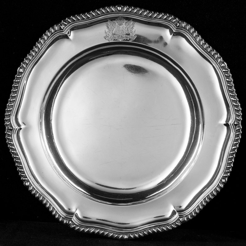 Holiday Traditions, Charleston Dining Room Six lobed rim with gadrooned border and crest.