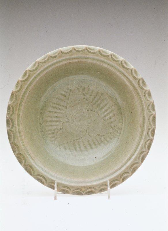 Pann Dish, porcelaneous stoneware.