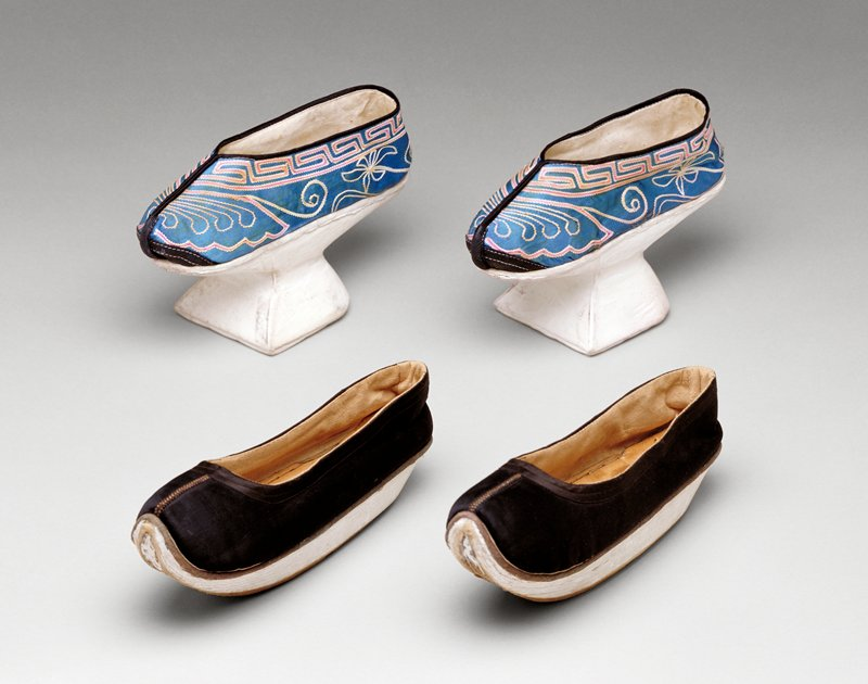 Woman's Elevated Shoes, late XIX c., silk, cotton, embroidery