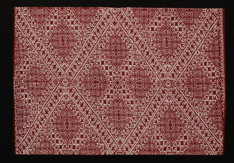 maroon and white patterning