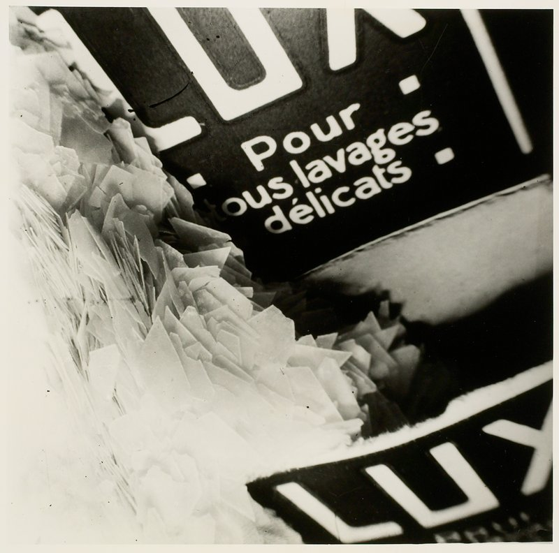 soap flakes at left; 'Lux' at top and bottom