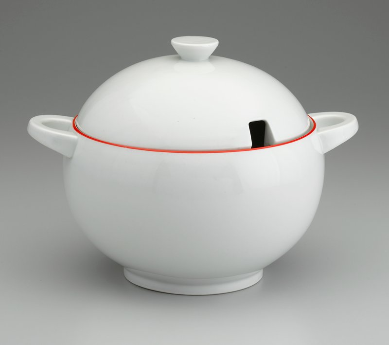 Cream with a thin red band around the rim of the tureen. Designed by Sutner for Krasna Jizba.