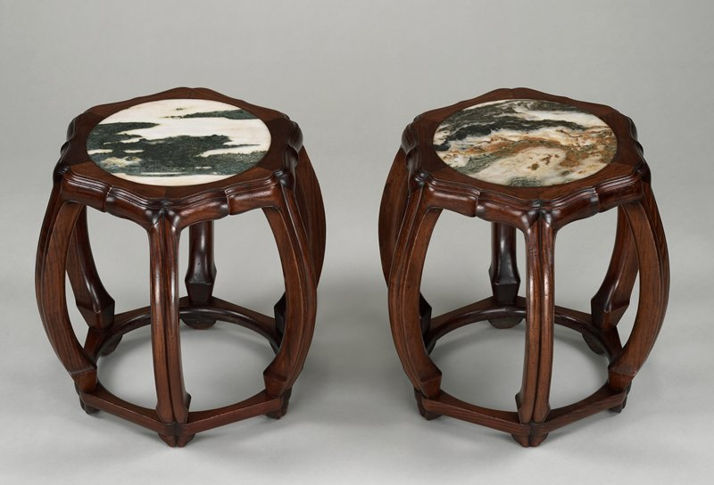 6 lobed legs, curving outward and in, resting on a hexagonal raised base; marble top with dark green areas on creamy white