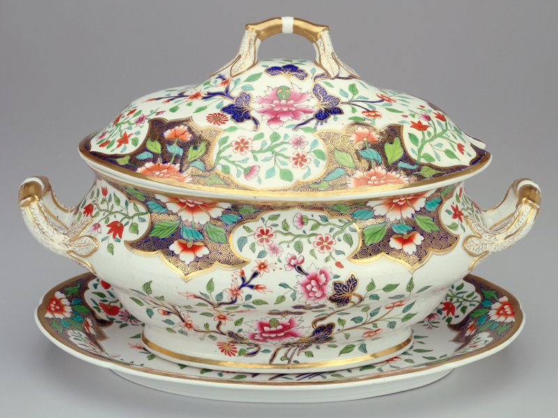 Imari style; pattern 3071; white ground; blue and red flowers; gilt trim