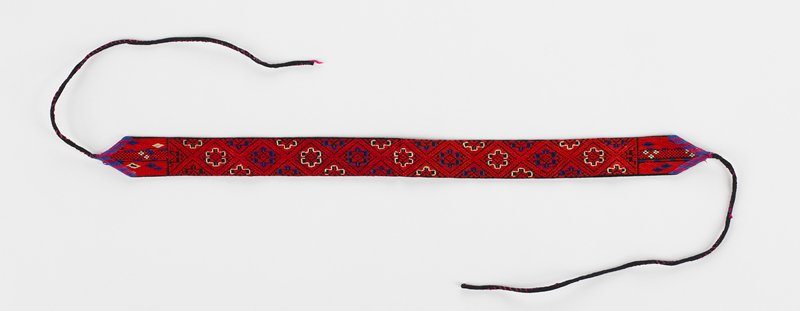band with ties at each end has 9 embroidered diamond designs which include other geometric patterns; red, blue and white on black; black lining; may be a pair with 2004.67.468