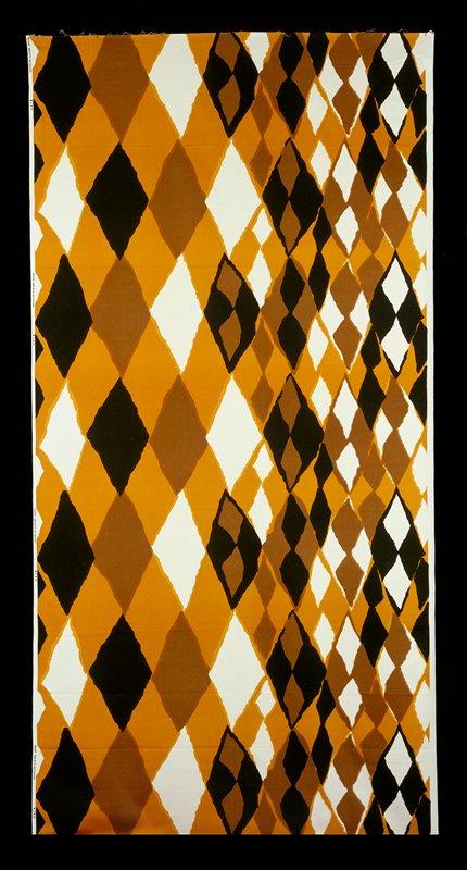 Triangles going smaller to bigger; black, brown, ochre, ecru